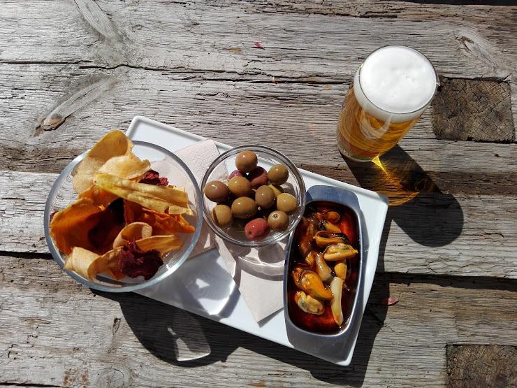 La Revolta. Cafè Restaurant ecològic i saludable Carrer de Volta, 5, 08224 Terrassa, Barcelona