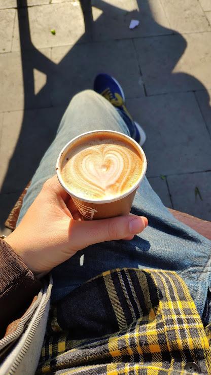 Syra Coffee (Gracia) Carrer de la Mare de Déu dels Desemparats, 8, 08012 Barcelona