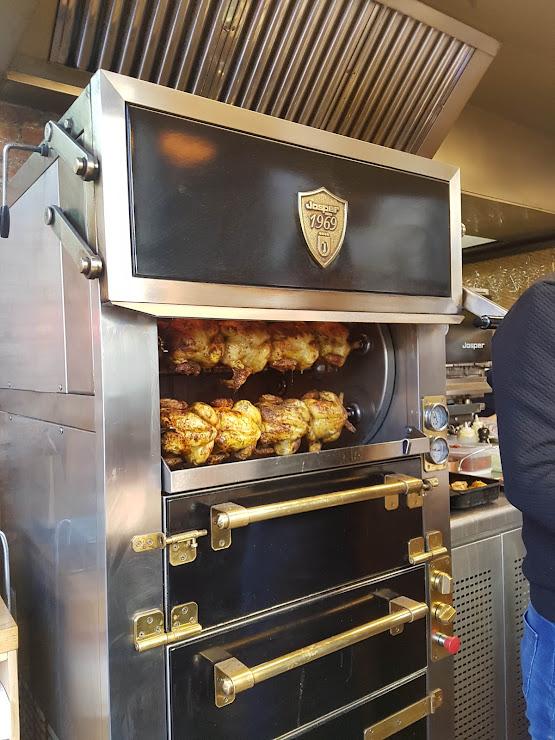 A Pluma 'The Chicken Gourmet Place' Carrer de Santaló, 39, 08021 Barcelona
