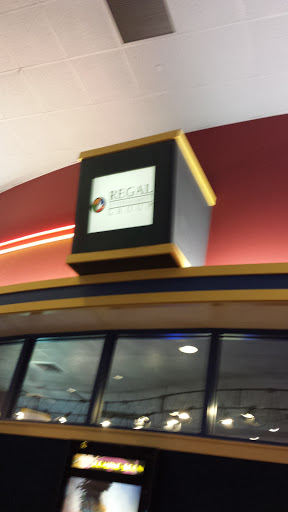 Movie Theater «Regal Cinemas Greenwood 14 & RPX», reviews and photos, 461 Greenwood Park Dr S, Greenwood, IN 46142, USA