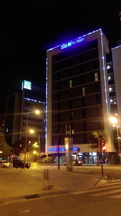 Hotel AC Som - Marriot Carrer Arquitectura, 1, 3, 08908 L'Hospitalet de Llobregat, Barcelona