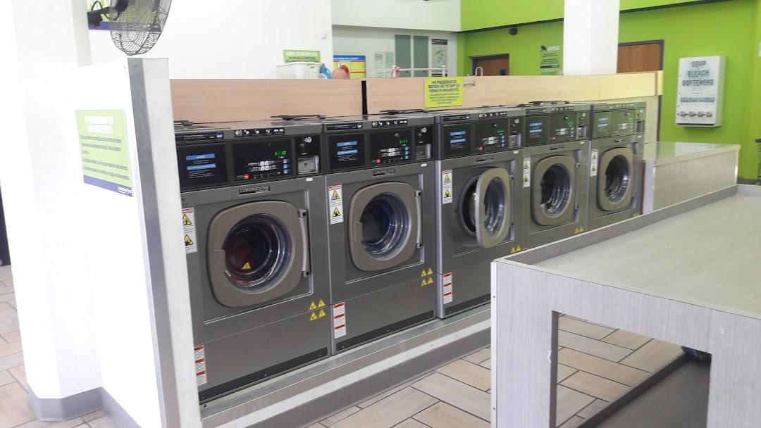 Washing machines at the Lavanderiapr.com laundromat