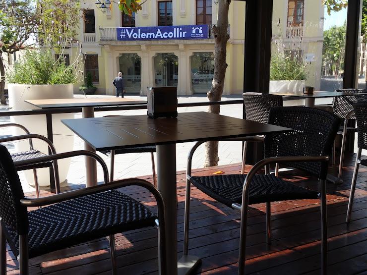 Tirati Tiriti Plaça de la Vila, 6, 08391 Tiana, Barcelona