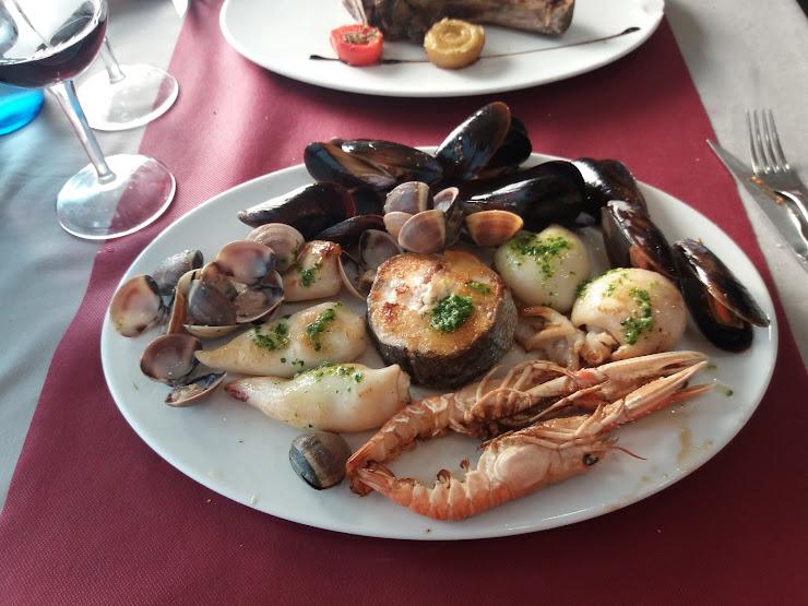 Restaurant Local Social de Campllong Carrer de ľEsglésia, 26, 17459 Campllong, Girona