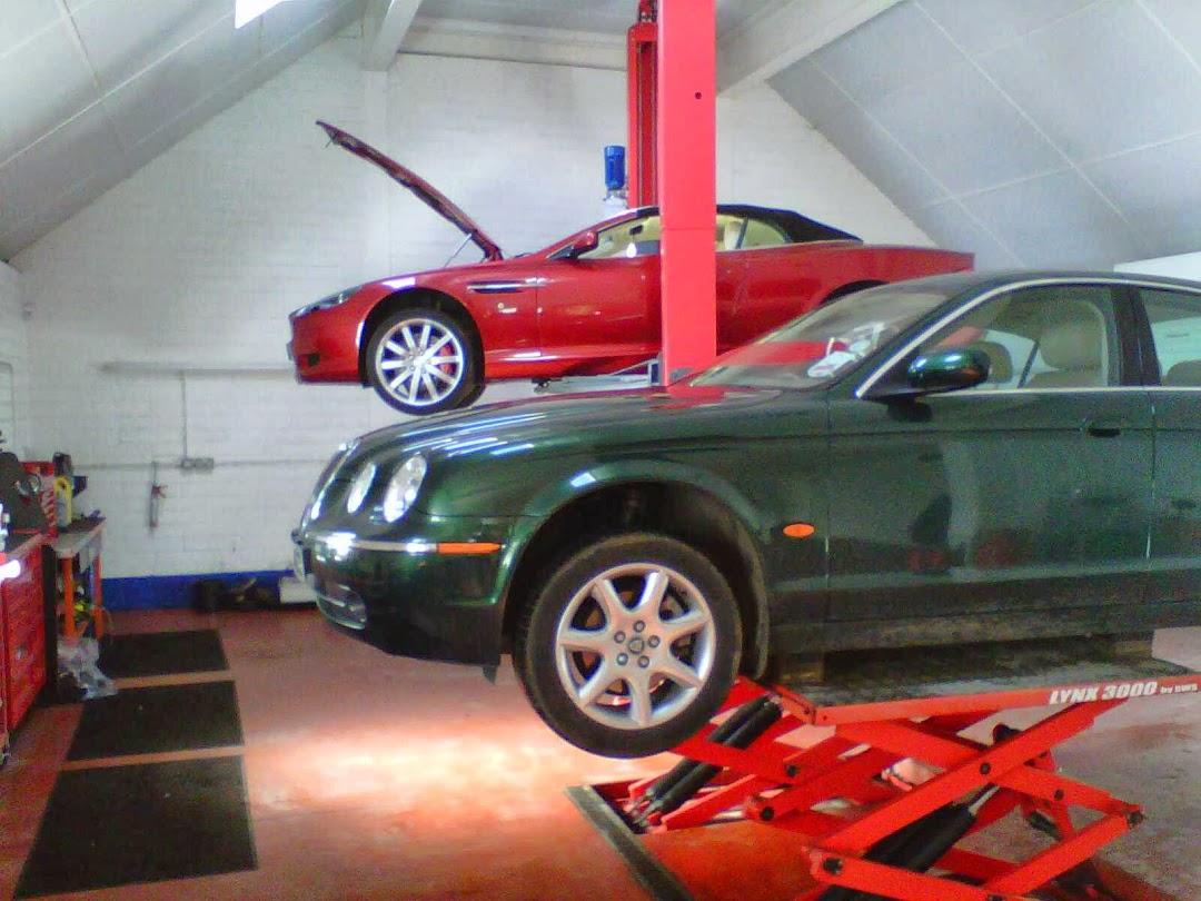 Andrew Lindsay specialist cars independant Jaguar Aston martin specialist