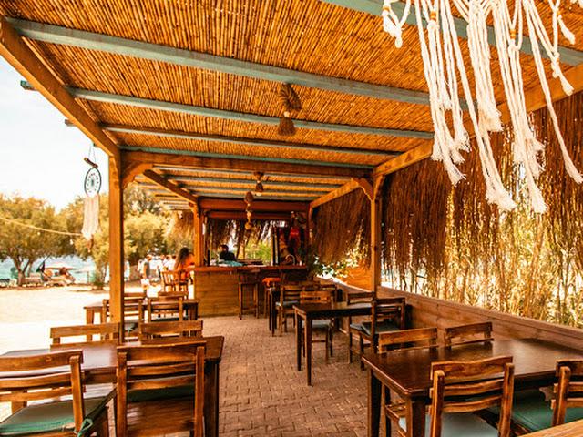 Ma'kara Bungalow Beach Restaurant