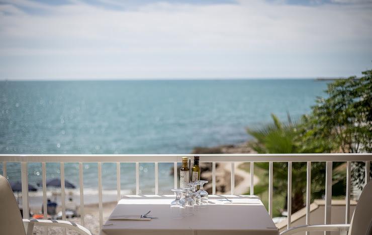 Hotel Carlos III Carrer CN 340-Mare Nostrum, Carretera De Sant Carlos A Alcanar Playa Km4, 43530 Alcanar, Tarragona