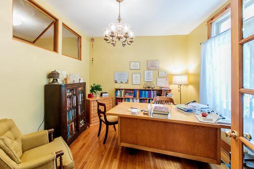 Home Rental MacKinnon Development Corporation in Kingston (ON)   LiveWay