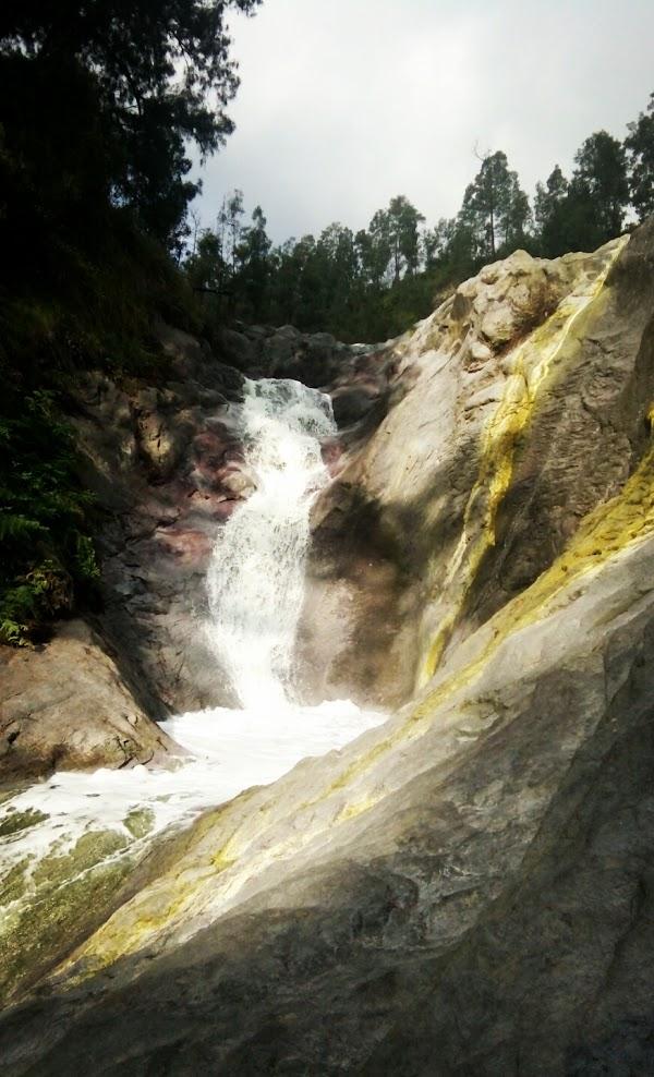 Air Terjun Belerang Kali Pahit