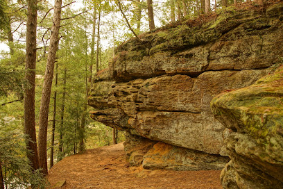 experience-wisdells-things-to-do-echo-rock-trail-on-mirror-lake