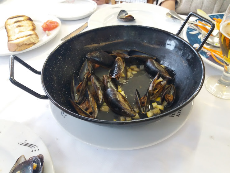 Restaurante Casa Laura Carretera de les Botigues a Sitges, 104 C- 31 ó C- 32 Salida nº 42 Port Ginesta- Garraf, 08860 Les Botigues de Sitges- Sitges, Barcelona