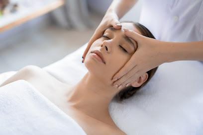 imagen de masajista Equilibrium Masaje & Salud y Belleza Therapy, Mobile Service Only. Mallorca