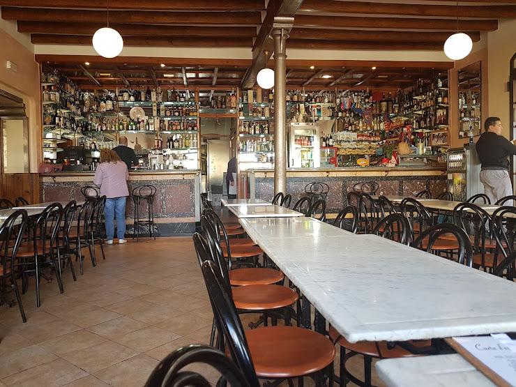 Restaurante Cal Pau Xich Avinguda de Catalunya, 3, 08736 Guardiola de Font-Rubí, Barcelona