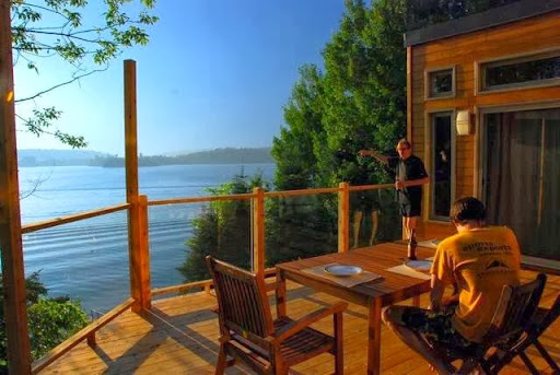Cottage Chalet Rose-et-Lys - Waterfront Cottage Rental in Bouchette (Quebec) | CanaGuide