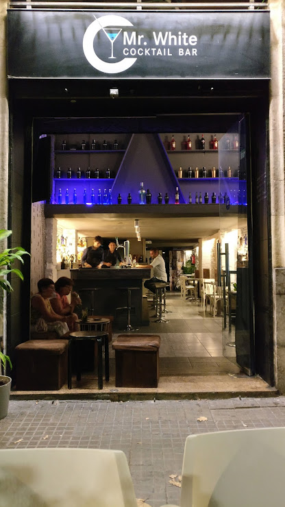Mr White Cocktail Bar Carrer de Manso, 22, 08015 Barcelona