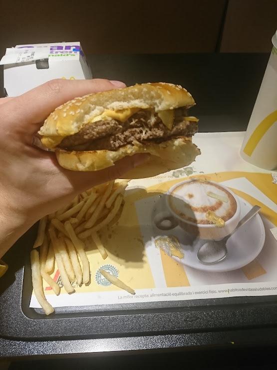 McDonald's Esplugues Ronda Vic 18, Ronda Dalt salida 13, 08950 Esplugas de Llobregat, Barcelona