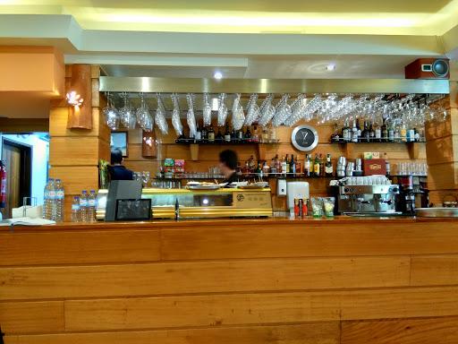 Restaurante Ribeirinho, R. de Pedro Álvares Cabral 2, 2260-411 Vila Nova da Barquinha, Portugal, Abadia, estado Santarém