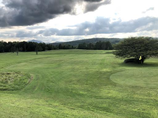 Golf Domaine Beauregard Par 3 à Sutton (QC) | CanaGuide