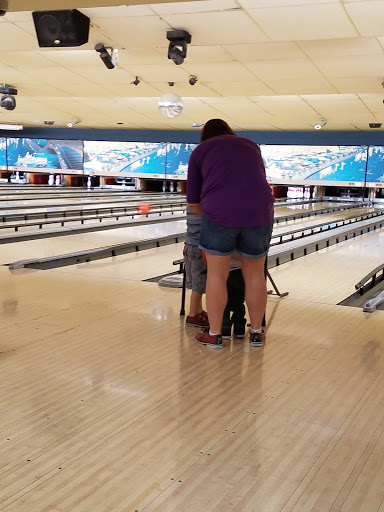 Bowling Alley Oak Hills Lanes Reviews And Photos 7330 Callaghan