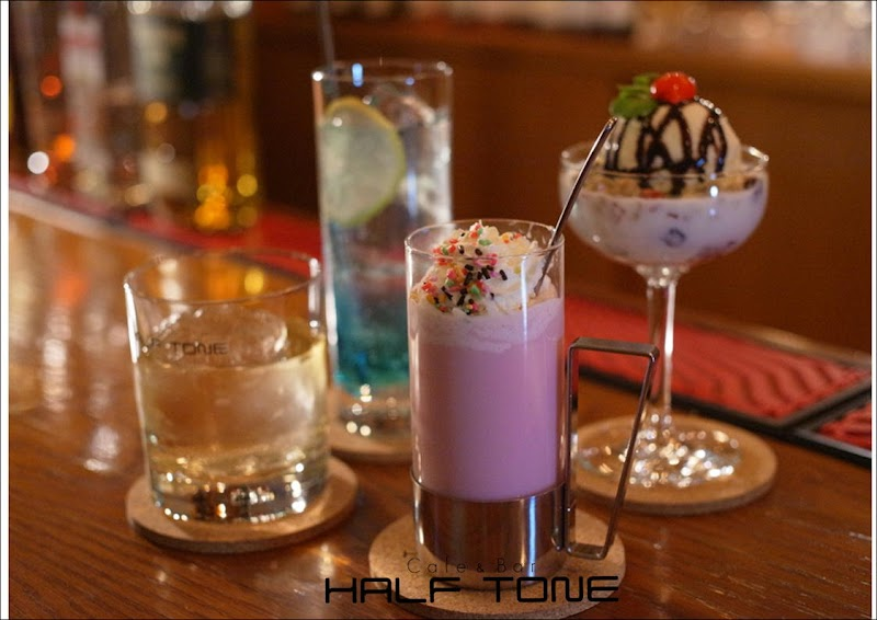 Cafe & Bar HALF TONE (ハーフトーン)
