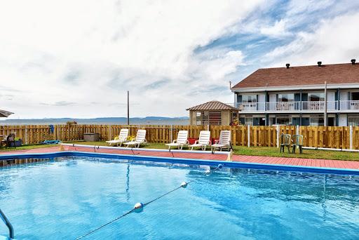 Convention Center Hostellerie Baie Bleue - Centre des congrès de la Gaspésie - Pub St-Joseph in Carleton (QC) | CanaGuide