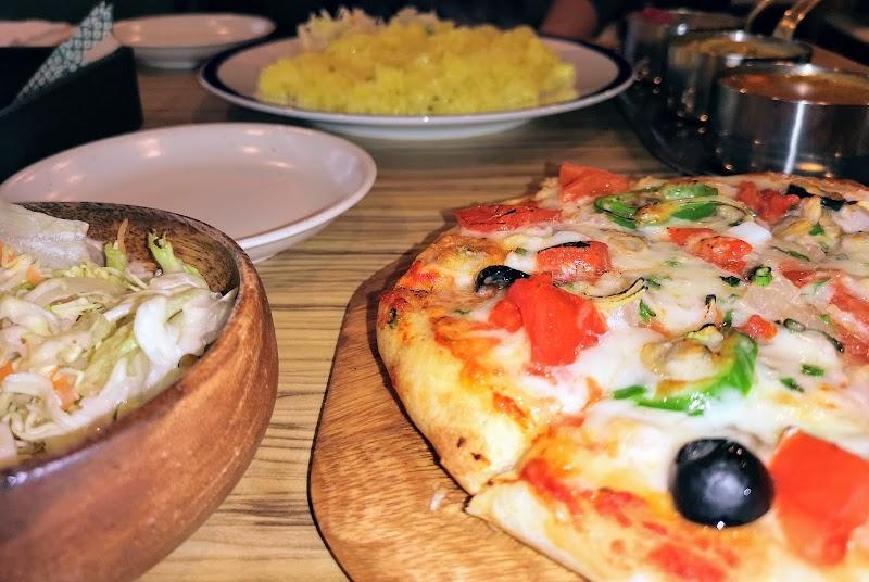 タンドリーピザとカレーの店 サロジの窯
