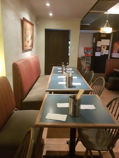 Café Saigon.Apporter votre vin.Comptant seulement