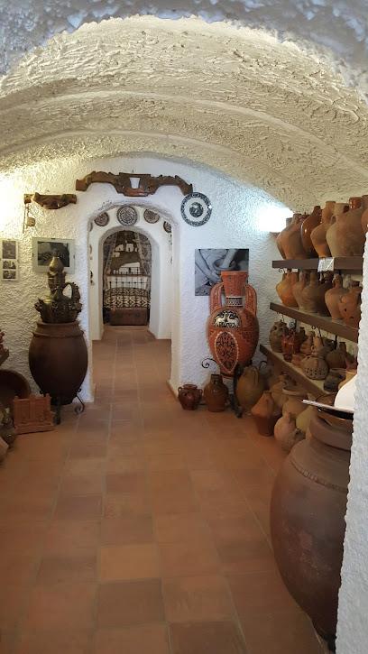 Cueva Museo de Alfarería La Alcazaba