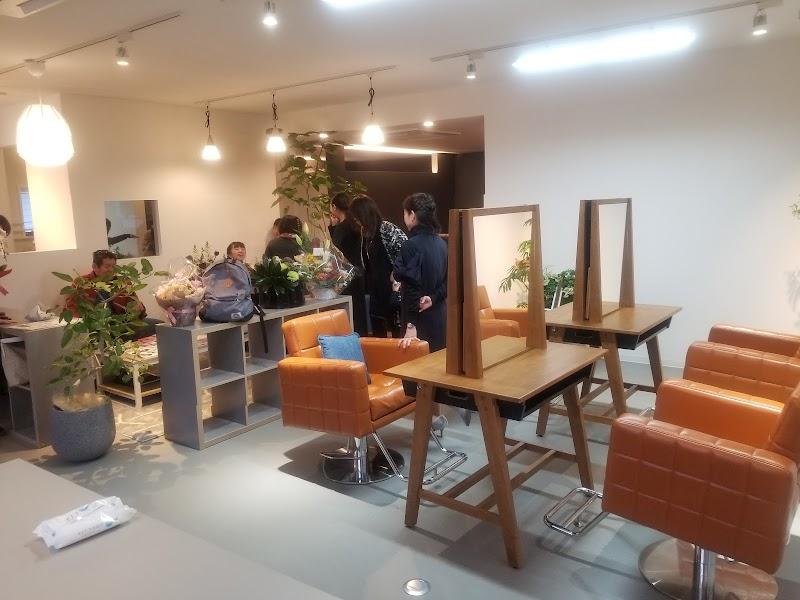 ヘナ専門美容室 月と風 (城東通店)