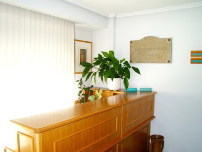 imagen de masajista Centro de Rehabilitación & Fisioterapia & Osteopatia ROMARATEGUI