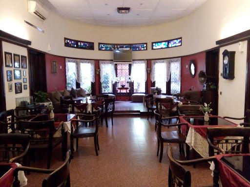 Harga Menu, Review dan Foto Roemah Nenek Resto Cafe - Cihapit | Informasi  Resto Bandung