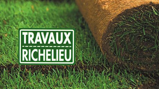 Entretien de pelouse Travaux Richelieu - Excavation & Paysagiste à Saint-Ours (QC) | LiveWay