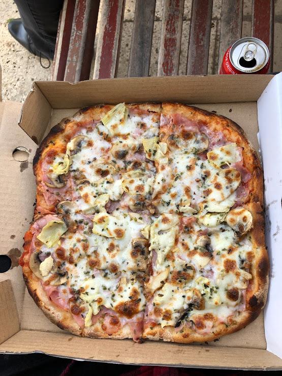 Totó Pizzería Av. de Sant Ramon Nonat, 12, 08028 Barcelona
