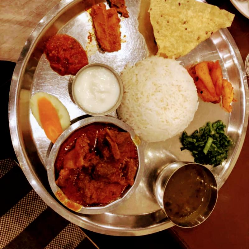 エベレスト インド ネパール料理 and cafe