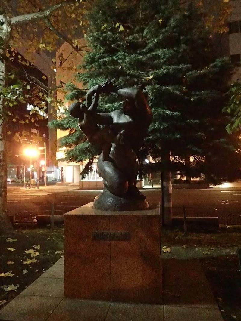開拓母の像