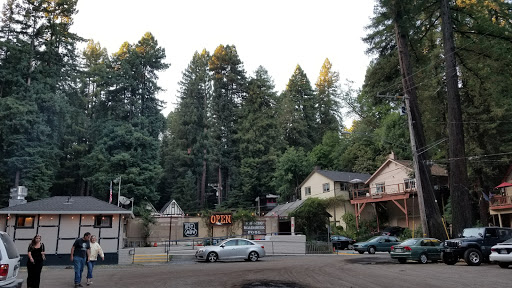 Live Music Venue «Rio Nido Roadhouse», reviews and photos, 14540 Canyon Two Rd, Rio Nido, CA 95471, USA