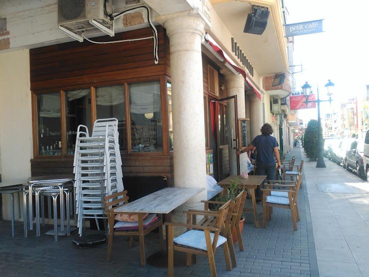Petit Café Avinguda Alcalde Palau, 3, 43870 Amposta, Tarragona