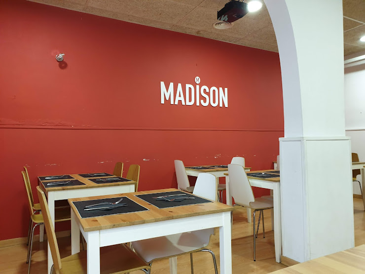 Restaurant MADISON Carrer d'En Prim, 128, 08911 Badalona, Barcelona