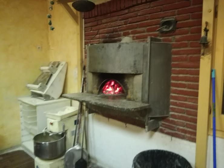 Pizzeria Luna Rossa Pasatge Coromina, s/n, 17491 Peralada, Girona