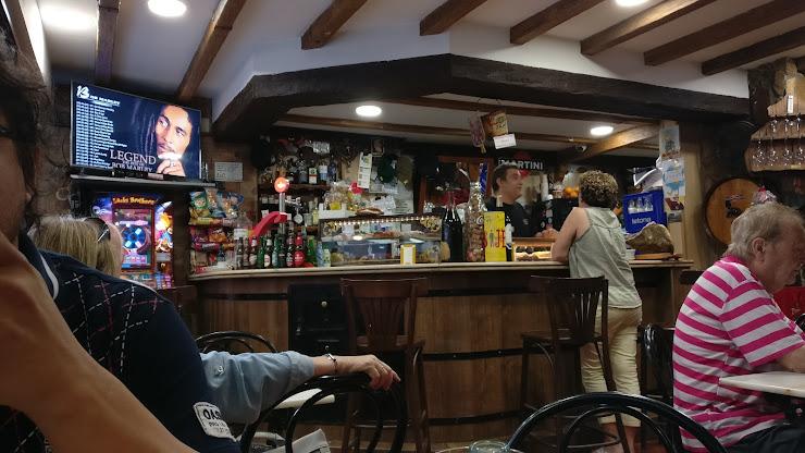 Restaurante La Masia Cafegastrobar Carrer dels Alts Forns, 61, 08038 Barcelona