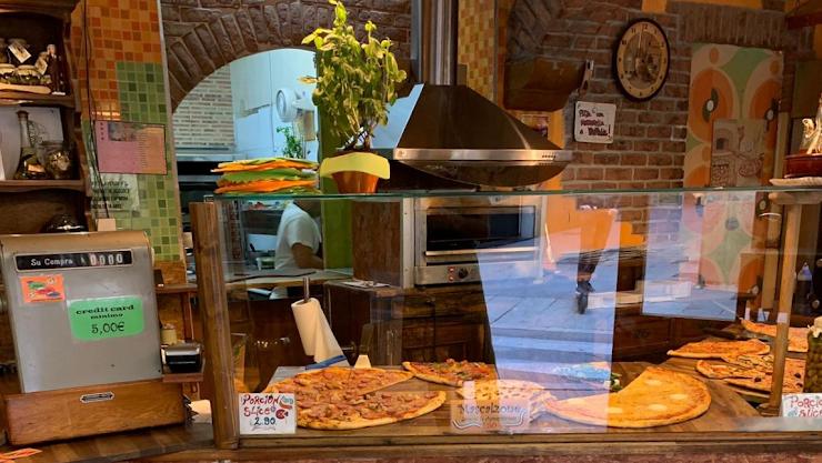 La Pizza Pazza Carrer Ample, 44, 08002 Barcelona