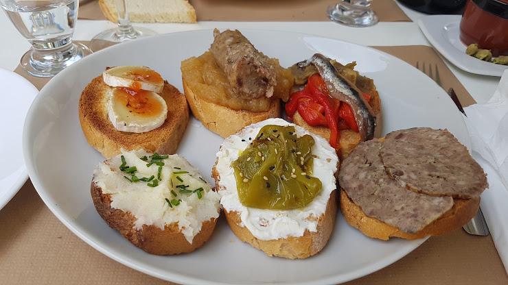 Restaurante Corral de Sant Quirze Cerca de, Camí de Sant Quirze de Colera, 17754, Girona