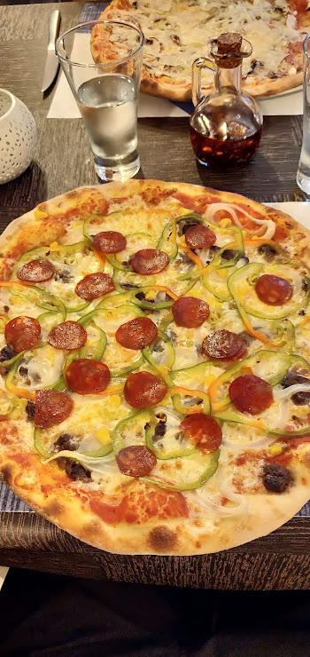 Restaurant Pizzería L'italiana Bajo, Avinguda de Pau Casals, 25 27, 17490 El Port, Girona