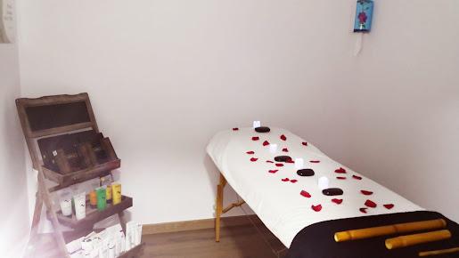 imagen de masajista Centro de Quiromasaje Alodia Guirau