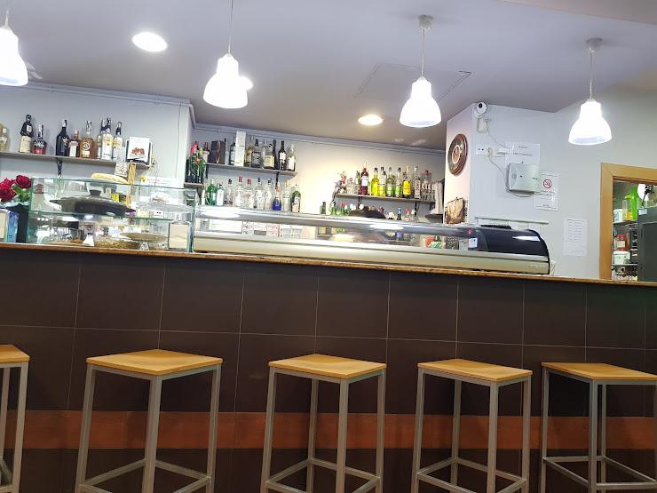 Bar-Restaurant La Plaça ( Ca la Cori) Plaça Martí Royo, 6 Lc 3, 43893 Altafulla, Tarragona