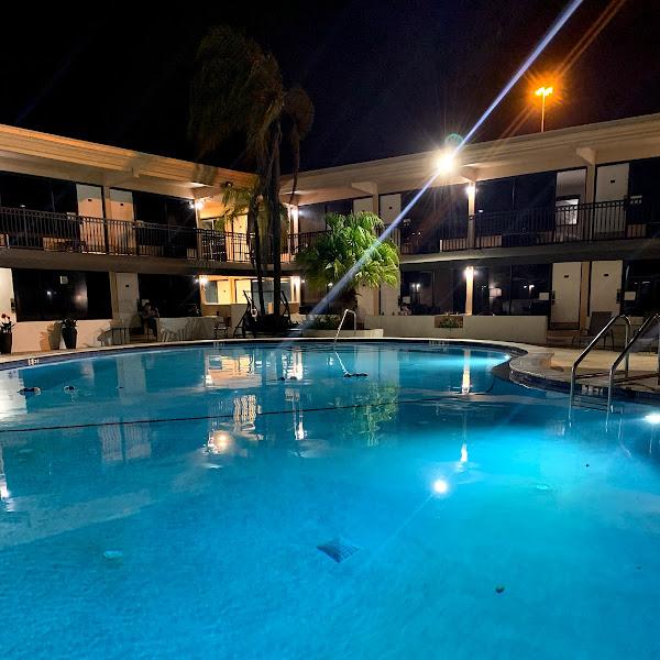 WhiteSands Alcohol & Drug Rehab Tampa pool image