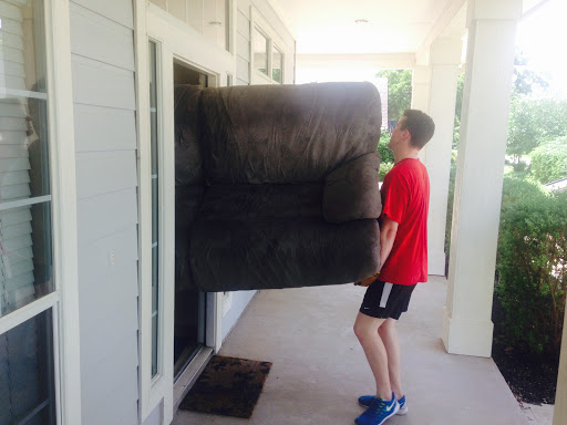 Mover «Young Buffs Moving Stuff», reviews and photos