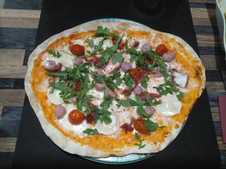 Pizzeria Sandra Carrer Pintor A. Català, 7, 43460 Alcover, Tarragona