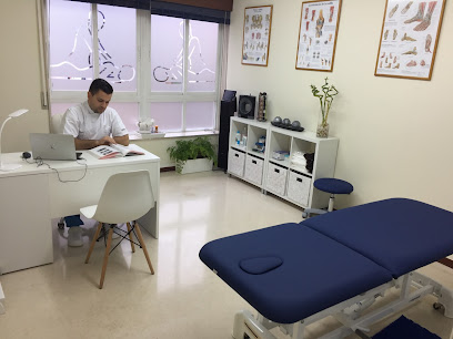 imagen de masajista JUAN PERLES Centro de Masajes, terapias manuales y Pilates