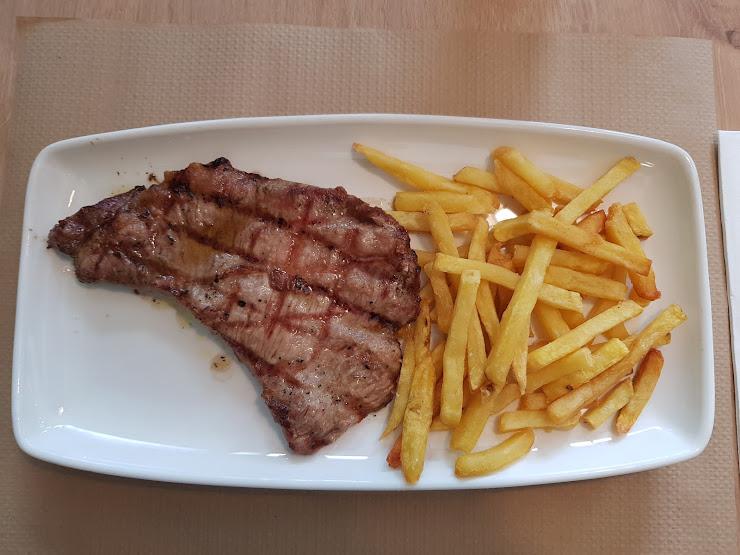 B-CREK Restaurant Carrer Madrid, 222, 17800 Olot, Girona